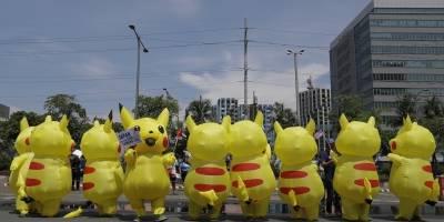 Manifestantes vestidos de Pikachú en Filipinas