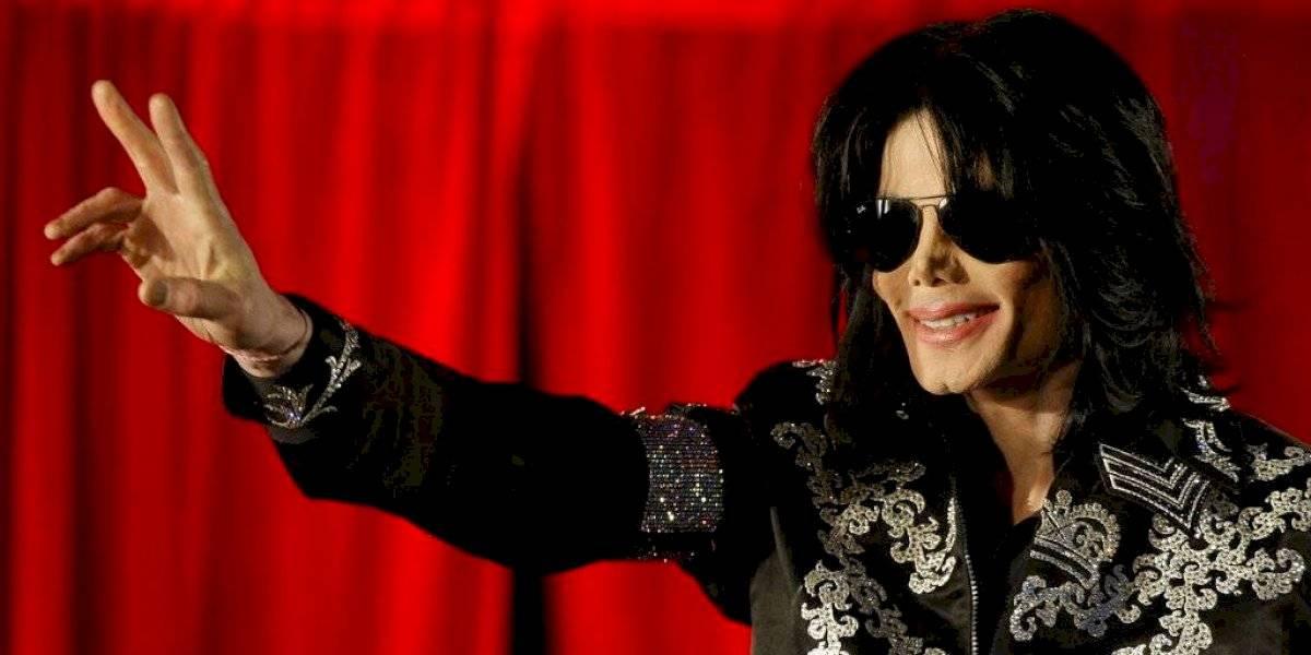 Fans honran a Michael Jackson en décimo aniversario de su muerte