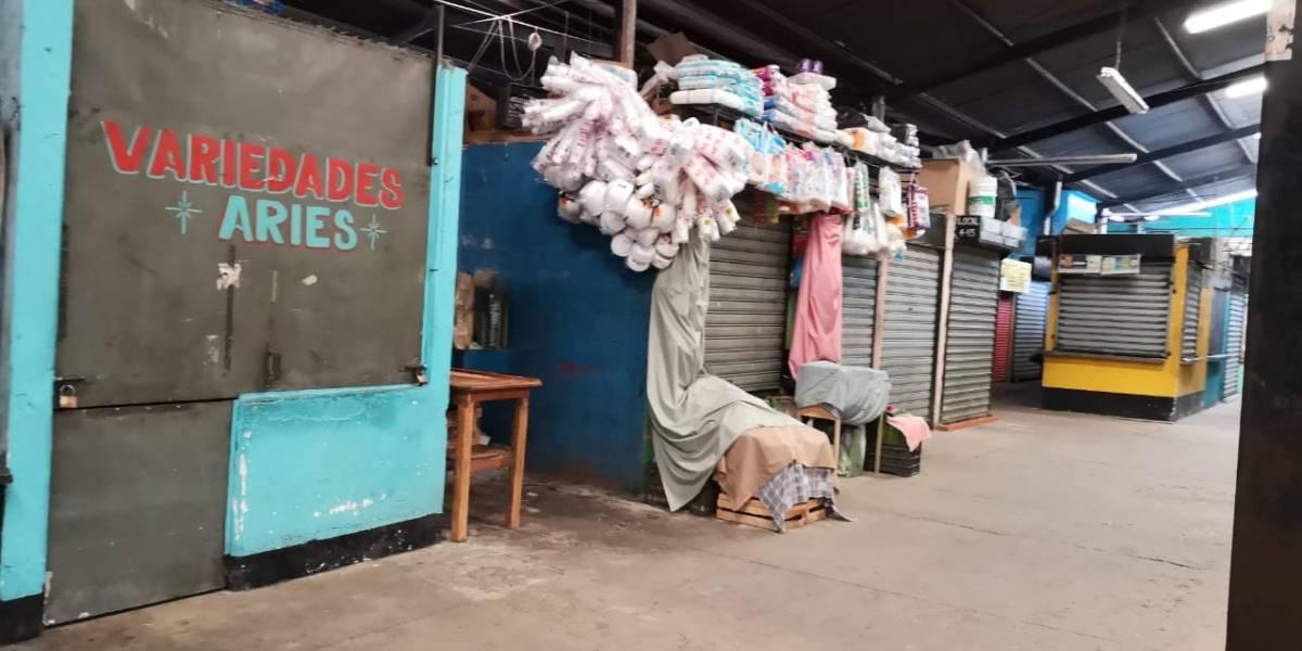 Comerciantes cierran sus locales en el mercado de Villalobos por extorsiones