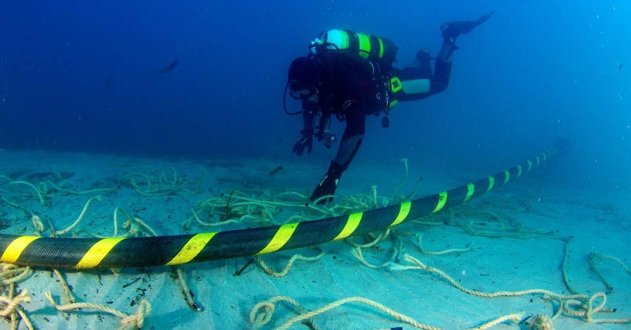 Trabajadores de Gobierno de Estados Unidos quieren bloquear cable submarino financiado por Google y Facebook