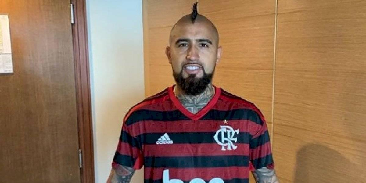 """Arturo Vidal """"coquetea"""" con Flamengo y se muestra con la camiseta del club más popular de Brasil"""