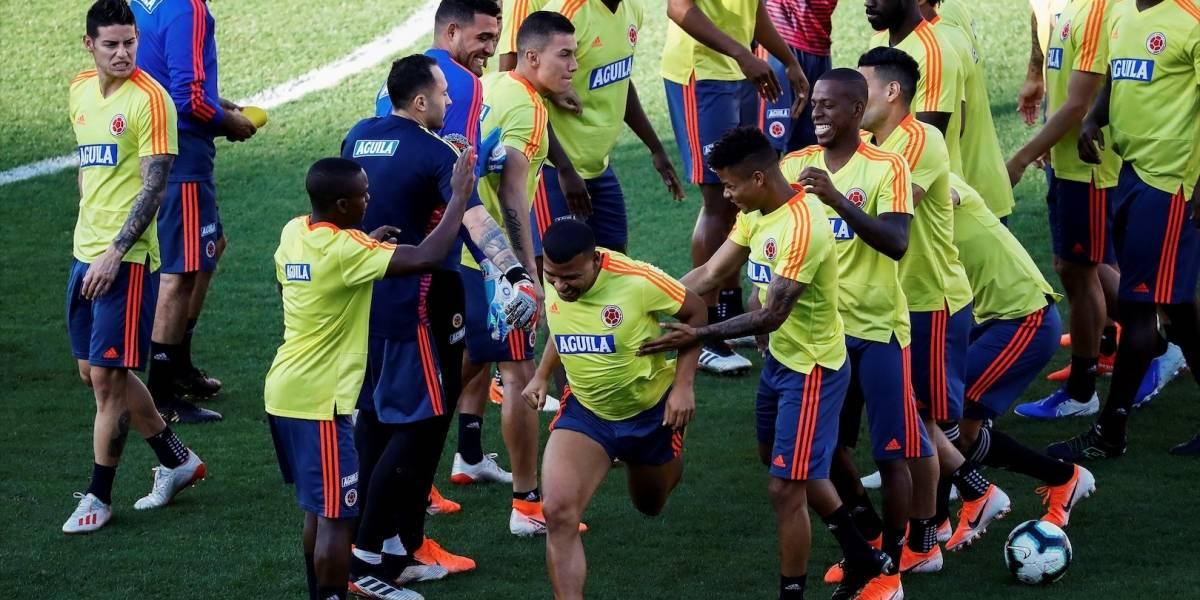 La divertida y calurosa bienvenida a Johan Carbonero por parte de los jugadores de selección Colombia