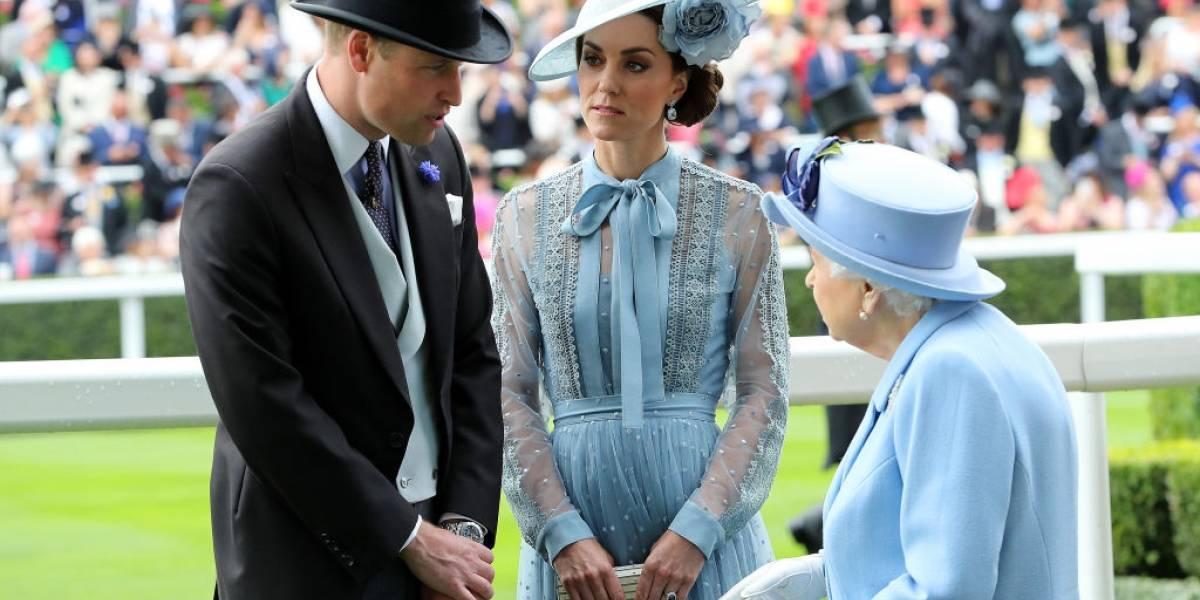 Rainha Elizabeth repassa cargo que ocupou por 67 anos a Kate Middleton