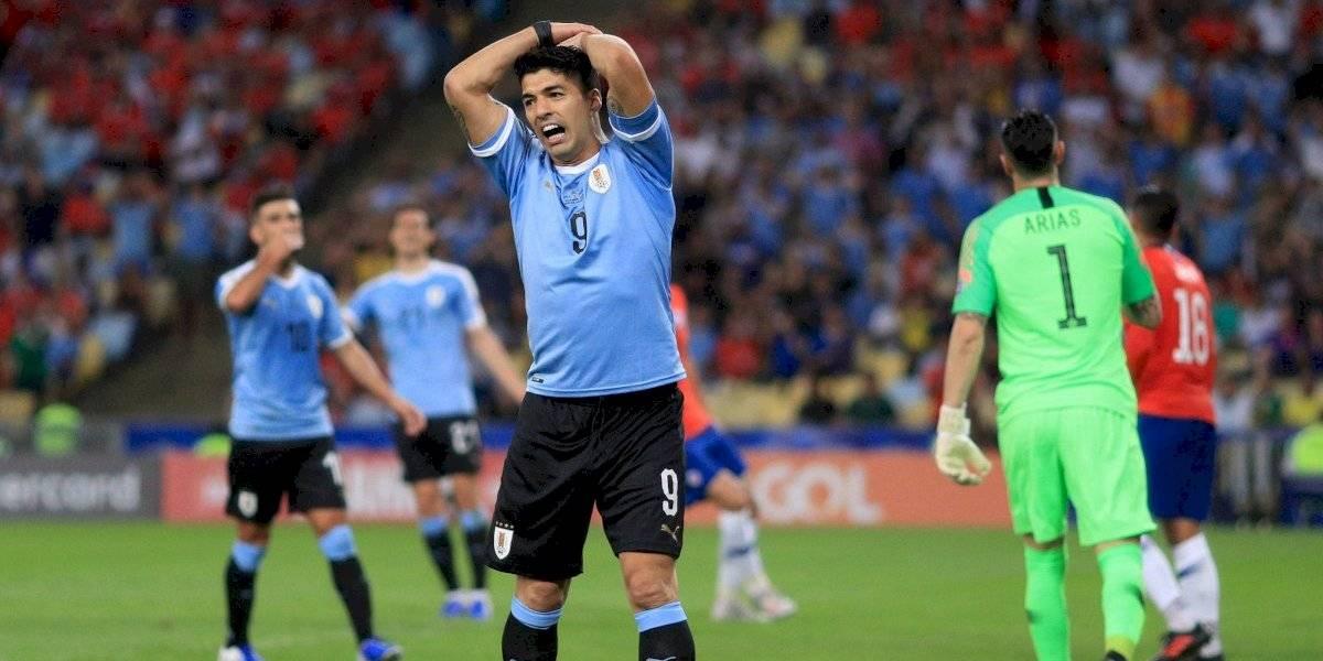 VIDEO: Luis Suárez reclama mano dentro del área... pero ¡del portero!