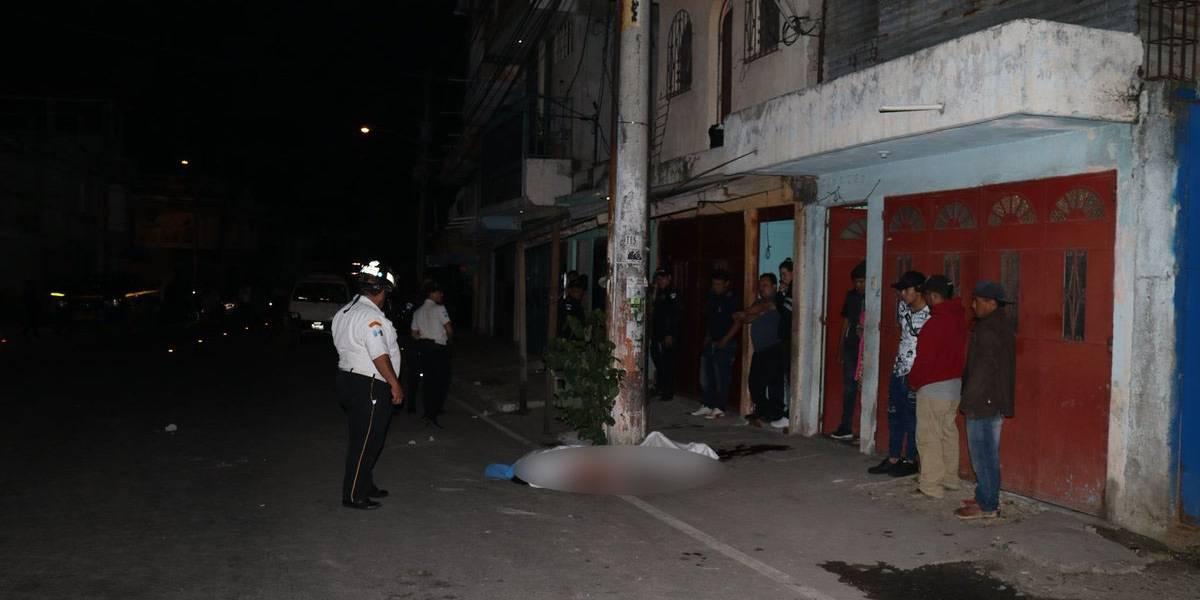 Hombre muere lapidado en zona 10 de Mixco