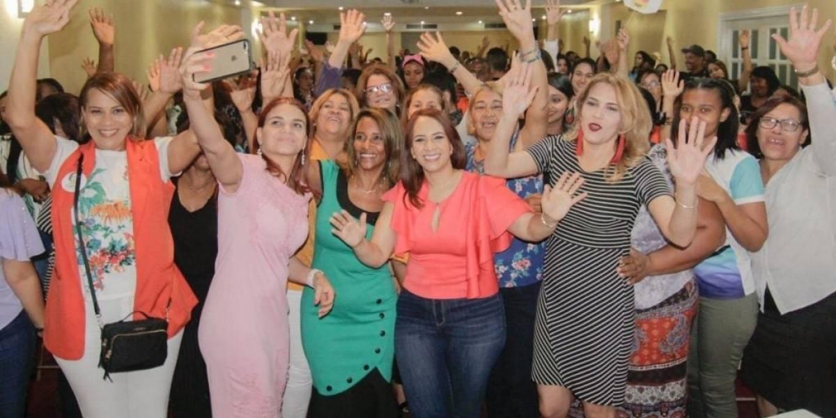 Karen Ricardo recibe apoyo de mujeres de Santo Domingo Este