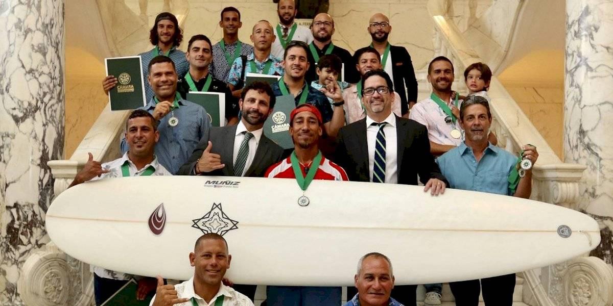 Reconocen a surfers puertorriqueños y sus iniciativas en favor del ambiente