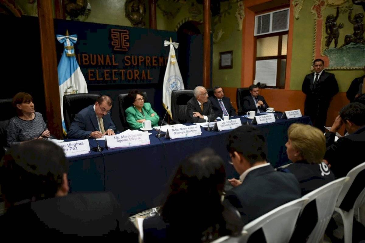 reunión de fiscales de partidos políticos y magistrados del TSE