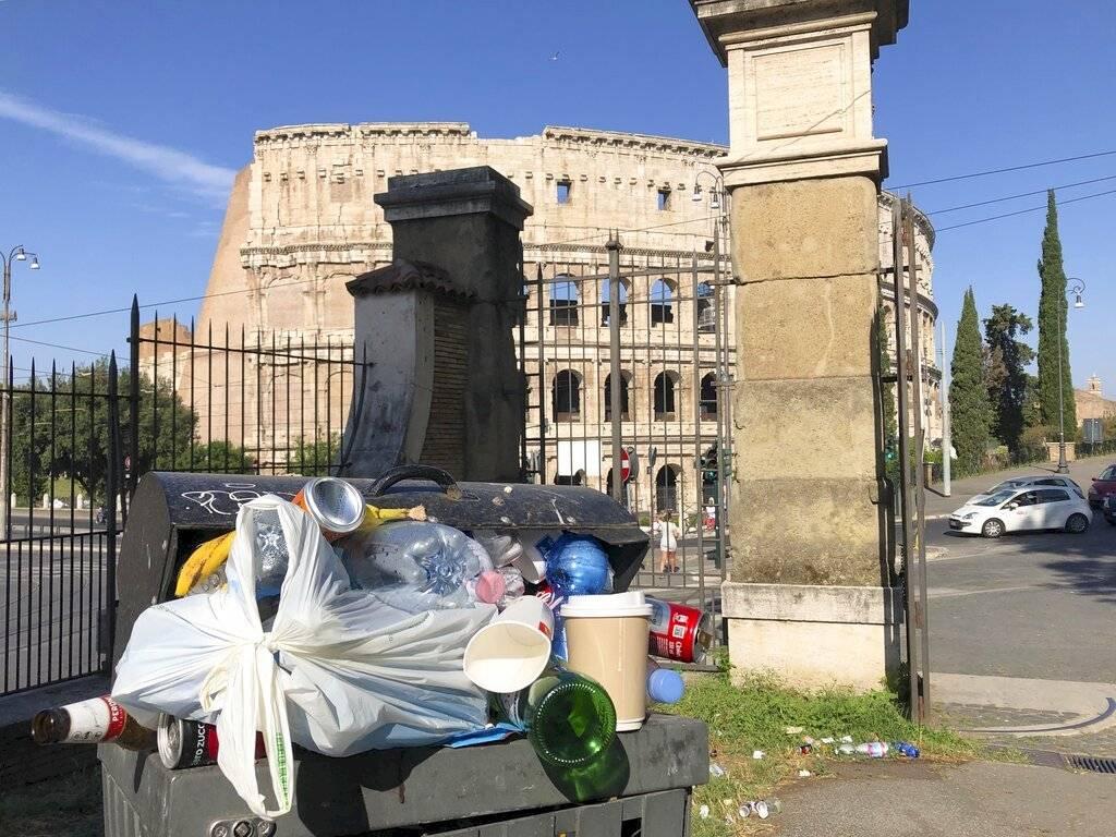 De fondo, el Coliseo Romano Foto: AP