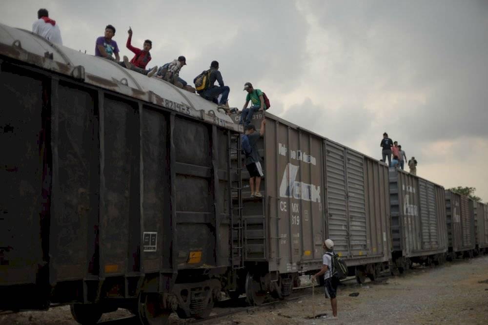 Los migrantes se trasladan por el país sobre los trenes Foto: Cuartoscuro | Ilustrativa