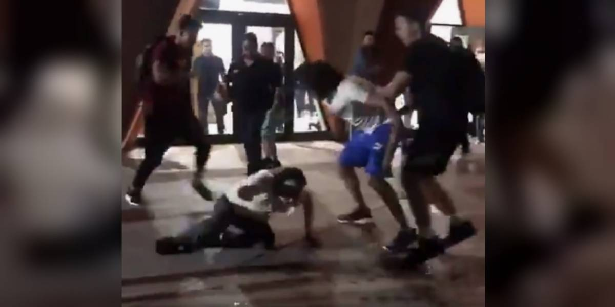 VIDEO: Jugadores de basquetbol propinan golpiza a aficionados en Sonora