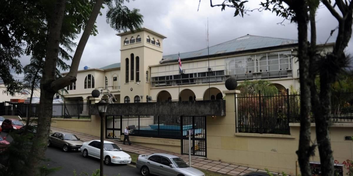 Lanzan artefacto explosivo contra la sede del Parlamento de Costa Rica