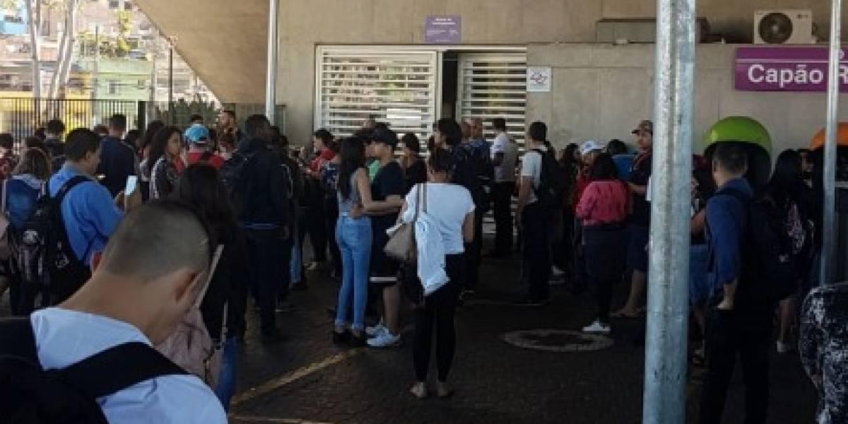 Linha 5-Lilás apresenta nova falha e passageiros reclamam de estações fechadas