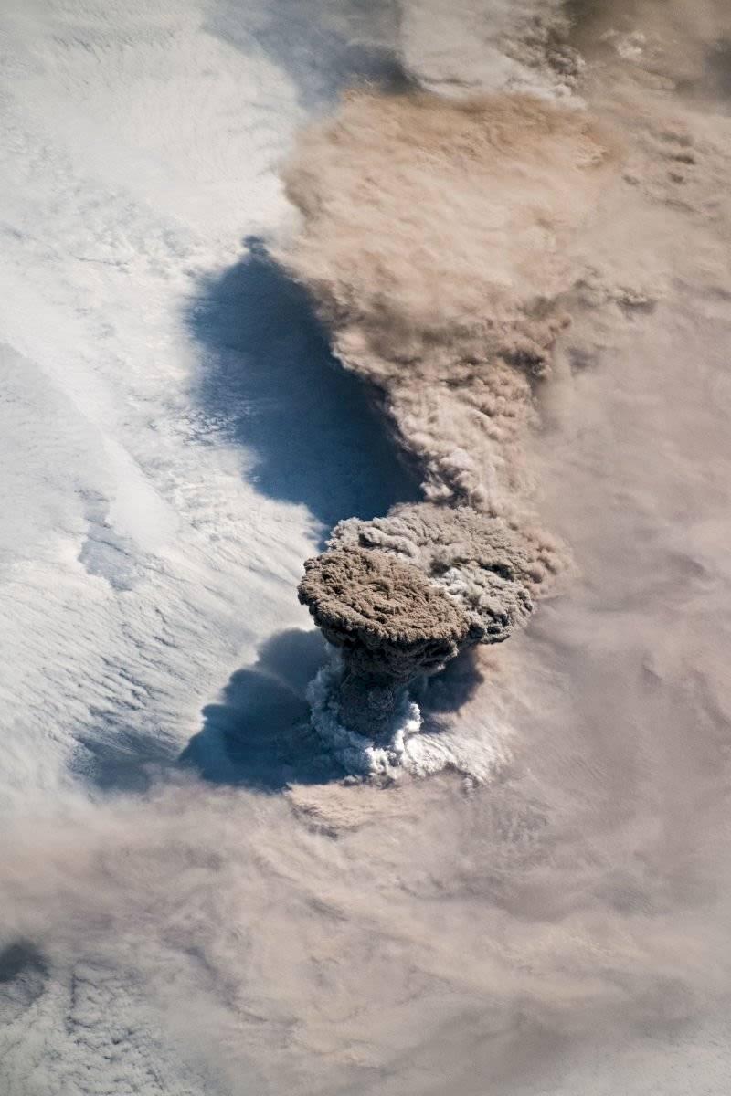 Mira como se ve la gigantesca erupción del Volcán Raikoke desde la Estación Espacial Internacional