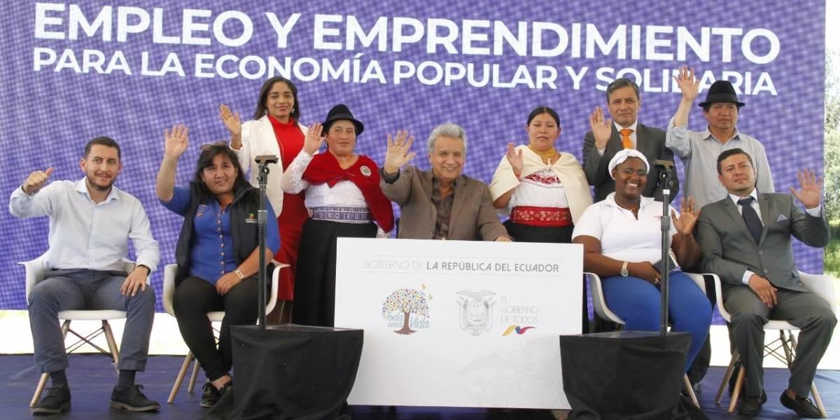 """Mujer interrumpe evento gubernamental con gritos de """"fuera Moreno, fuera"""""""