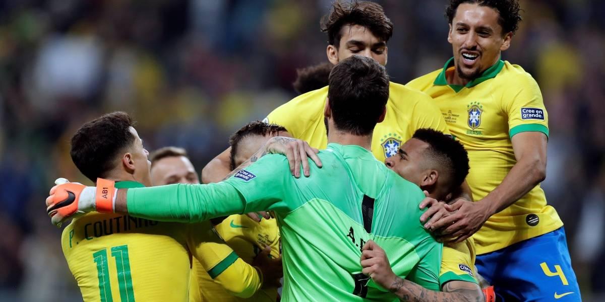 Brasil pasa a semifinales tras ganar en penales a Paraguay (4-3)