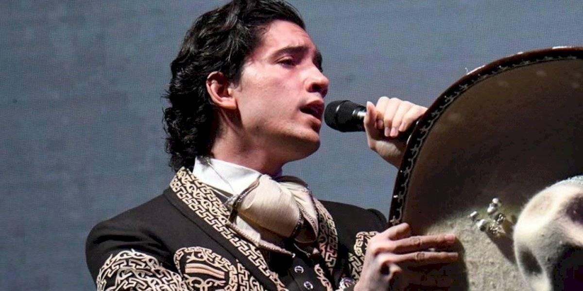 """Hijo de Alejandro Fernández se presenta en el lanzamiento de la radio """"La Tronadora"""""""