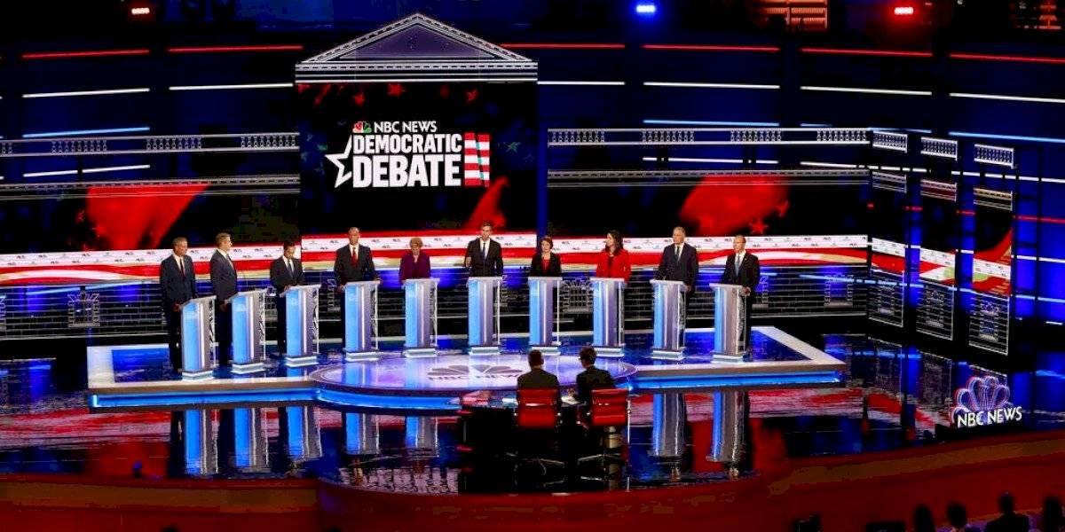 Demócratas critican economía para los ricos en su primer debate