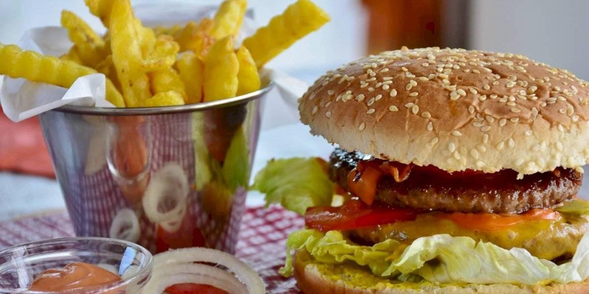 Dieta rica em fast food pode levar à infertilidade; comida influencia na qualidade do esperma