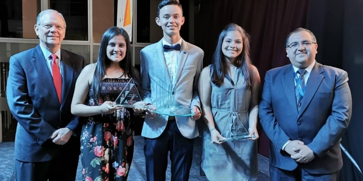 UDLA premió a ganadores del Concurso Intercolegial La Compañía
