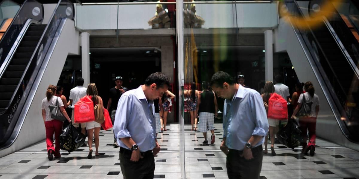 Ventas del comercio en la RM volvieron a caer, aunque menos, en mayo