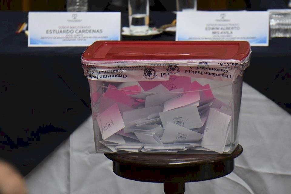 Votación para elegir representantes de la Corte de Apelaciones ante la comisión de postulación para CSJ. Foto: Omar Solís