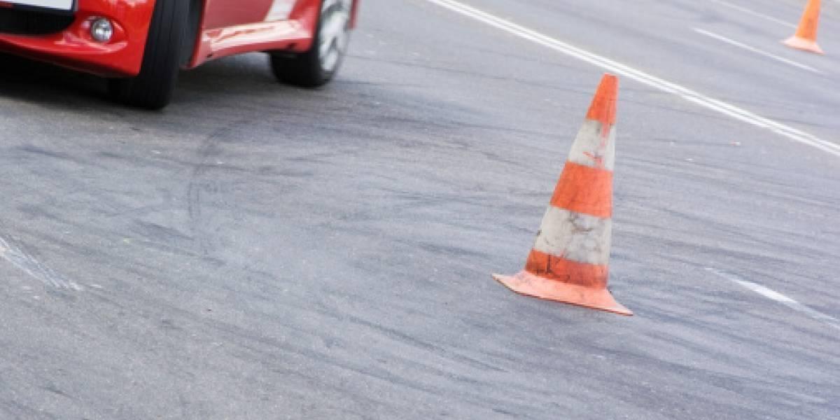Mujer atropelló fatalmente a su instructor de manejo mientras presentaba examen de conducción
