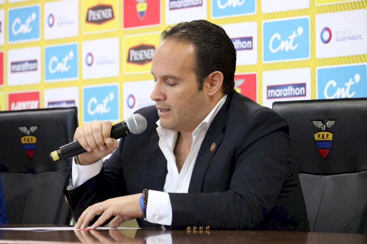 Francisco Egas, presidente de la FEF en su rueda de prensa en la Casa de la Selección API