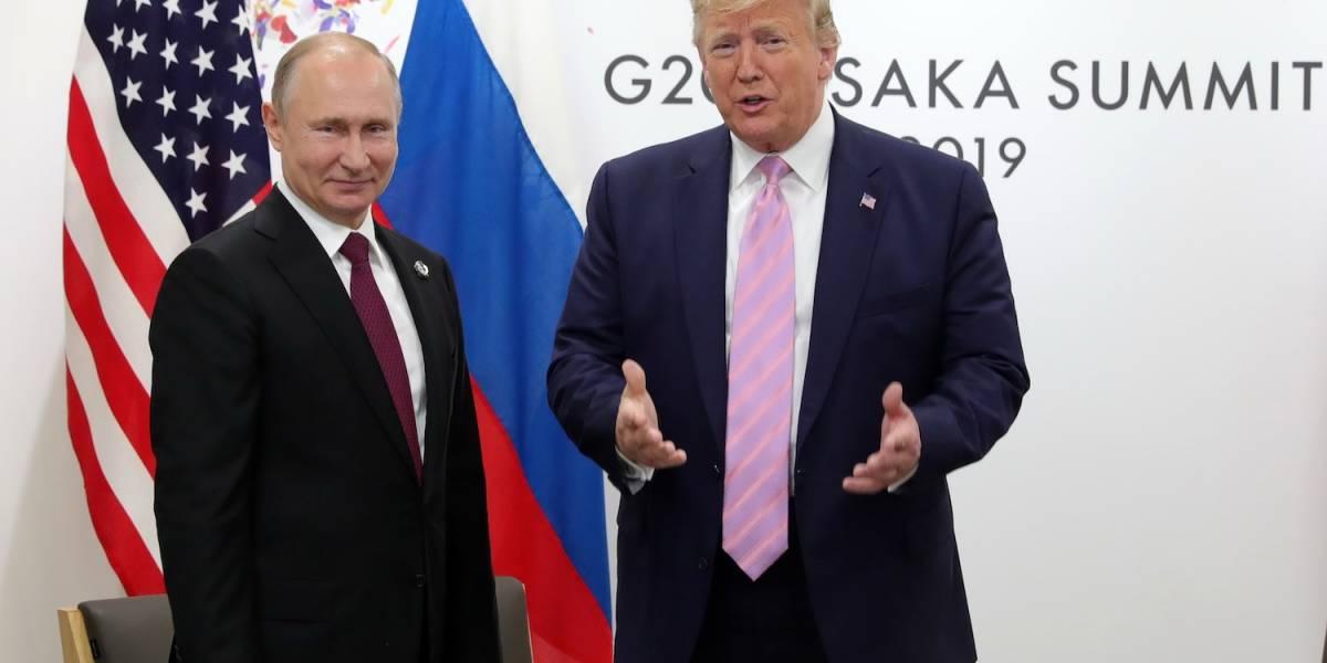"""Trump bromea con Putin: """"no interfieras en la elección"""""""