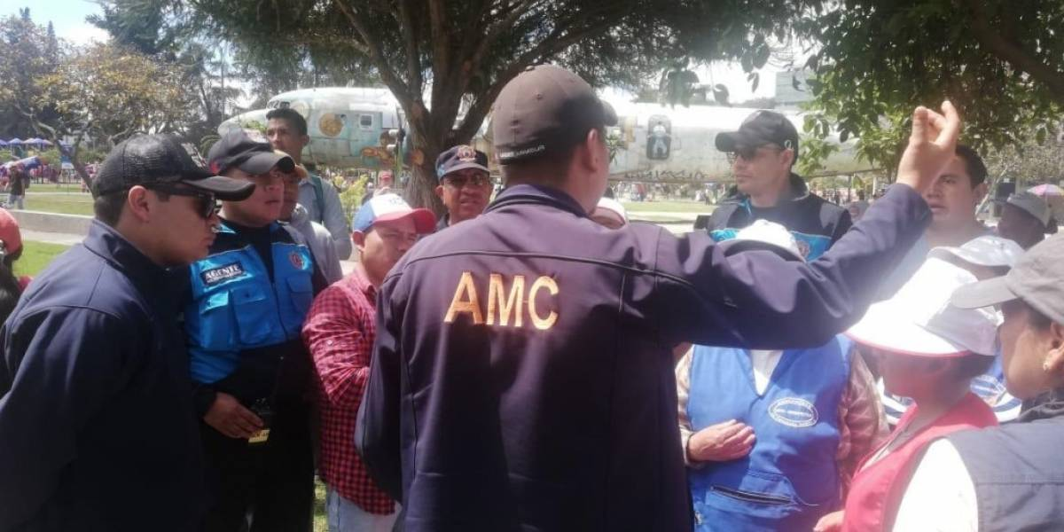 Quito: Agente municipal fue agredida por comerciantes no regularizadas