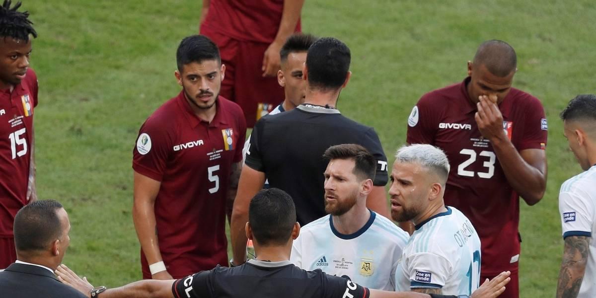 Lluvia de críticas contra Wilmar Roldán por polémicas decisiones en Venezuela contra Argentina