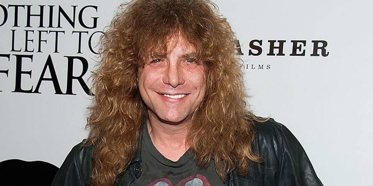 Ex-baterista do Guns N' Roses é internado após se esfaquear, diz site