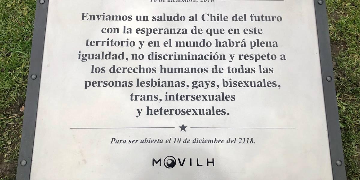 Anti robo y ataques: así es el nuevo look del primer monumento LGBTI en Chile que fue restituido
