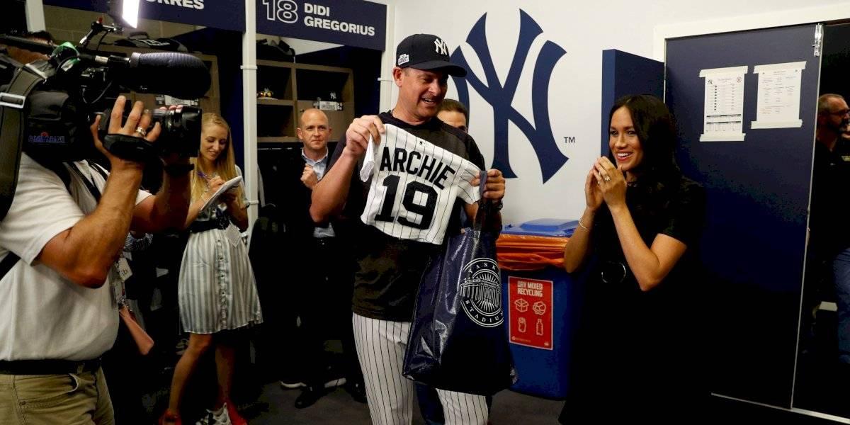 FOTOS. Yankees y Medias Rojas entregan regalo a Meghan Markle y príncipe Harry