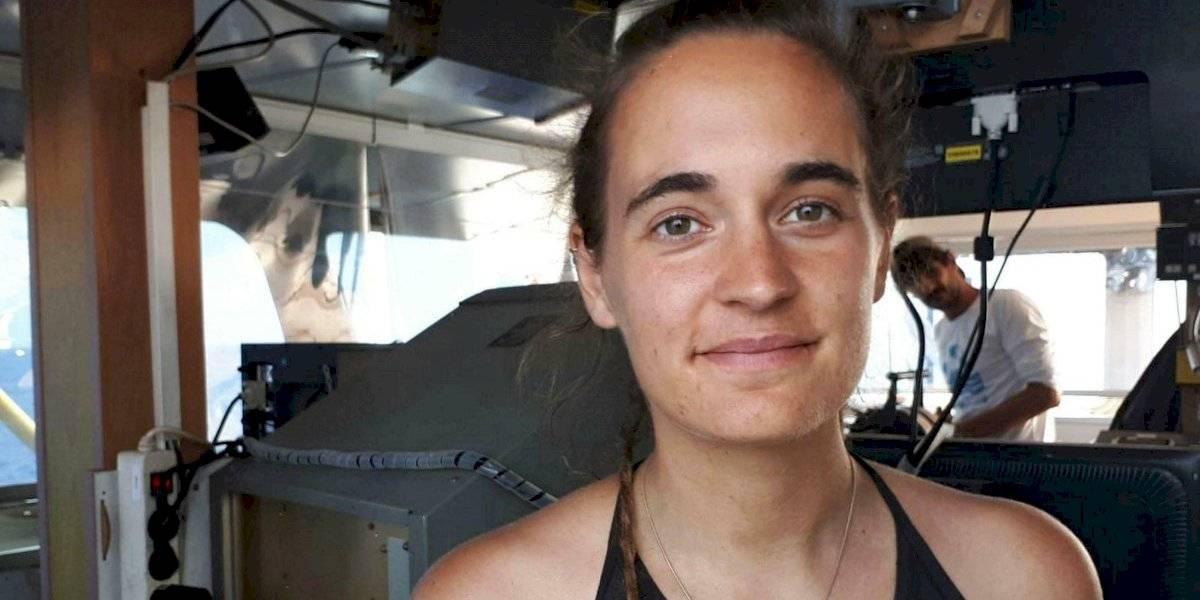 Italia detiene a capitana de barco que rescataba migrantes
