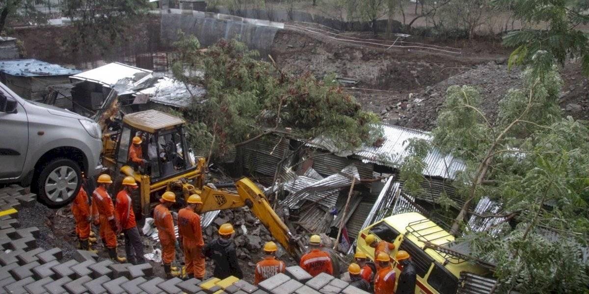 16 personas mueren aplastados por un muro en India