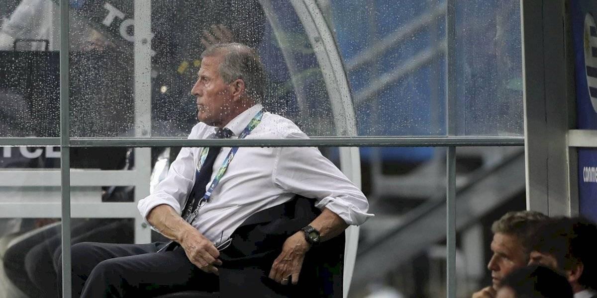 """Tabárez se resigna con la eliminación: """"Hay que aceptar la derrota y felicitar a quien nos derrotó"""""""
