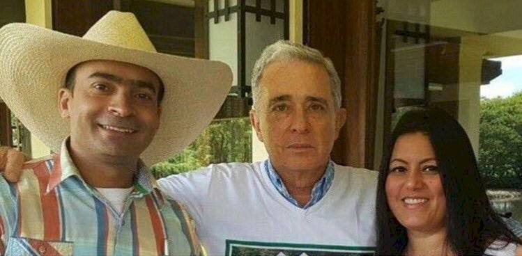 El hombre que atacó la bandera Lgbt+ en Medellín también habría sido denunciado por amenazar de muerte a una mujer