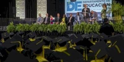 Educación para Adultos gradúa a 339 estudiantes