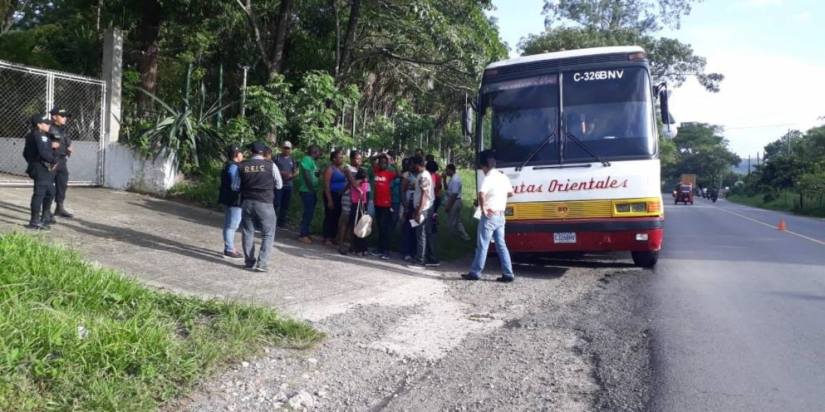PNC intercepta a 59 personas que ingresaron al país de manera ilegal