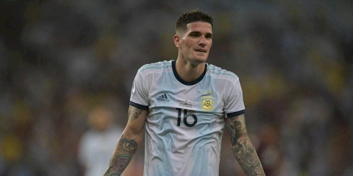 Redes sociales explotan con la actitud de un periodista con un futbolista argentino