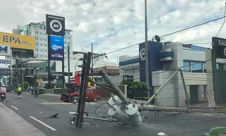 Accidente de tránsito en la zona 10 de la capital. Foto: Noticias Panorama