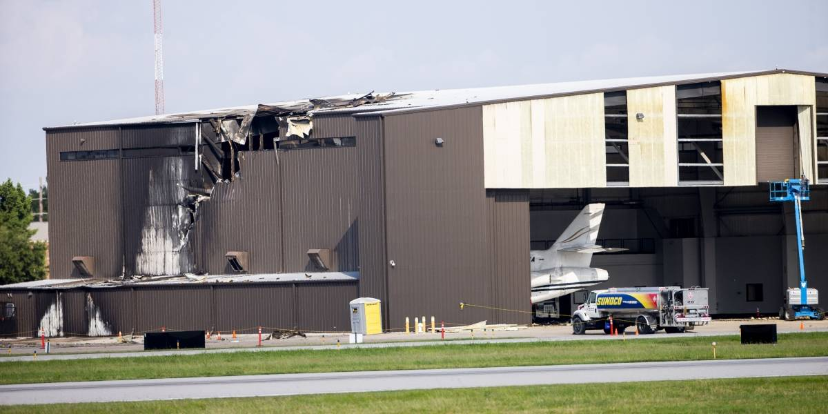 Avión se estrella contra un hangar en Texas y deja 10 muertos