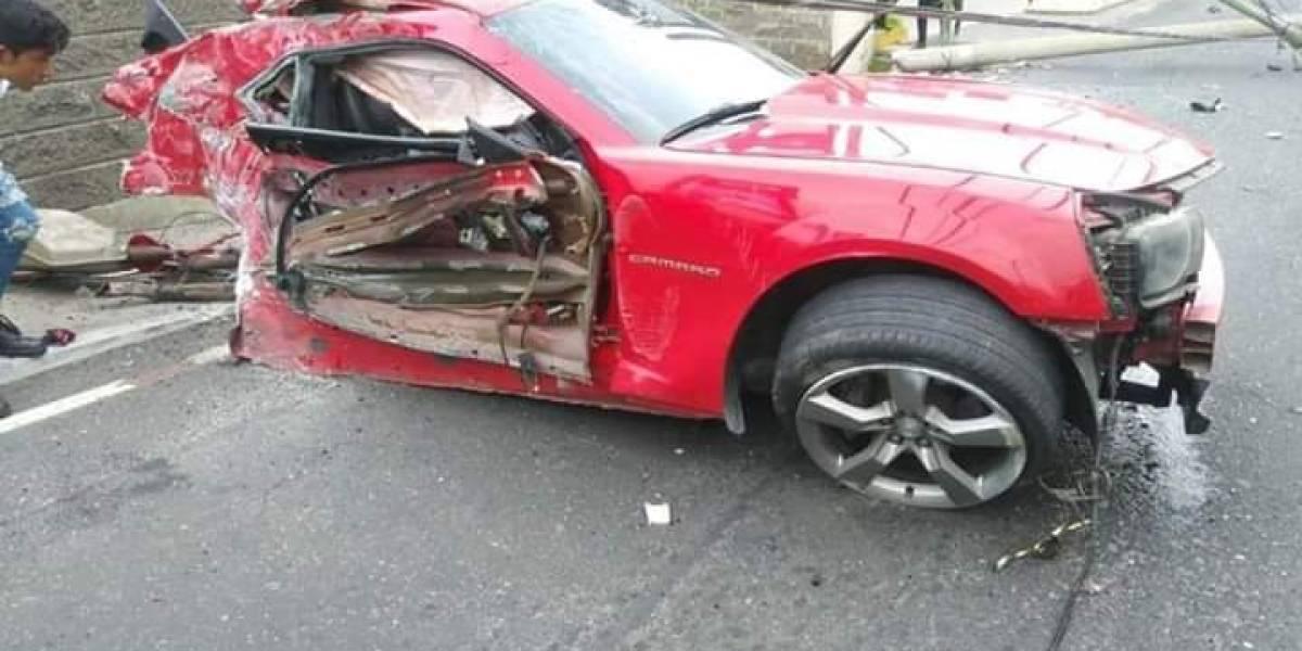 VIDEO. Camaro se accidenta en la zona 10 capitalina, el tráfico resultó afectado
