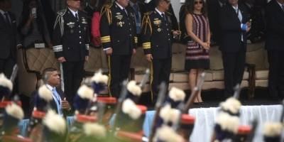 El presidente Jimmy Morales asistió al desfile por el Día del Ejército.