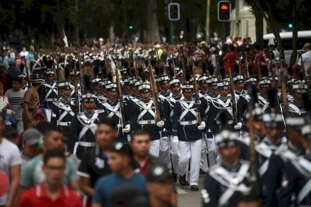 Desfile por el Día del Ejército. Foto: Edwin Bercián