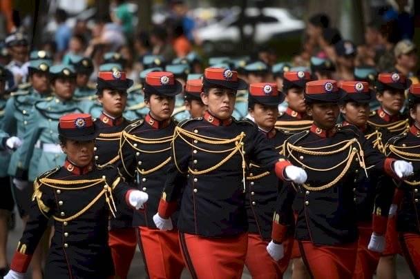 Cadetes desfilan en el Día del Ejército. Foto: Edwin Bercián