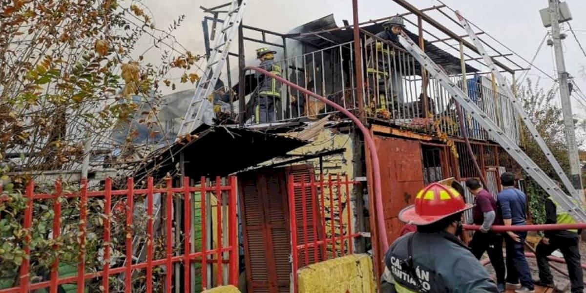 Tragedia en Renca: incendio en una casa termina en muerte de dos adultos y un menor