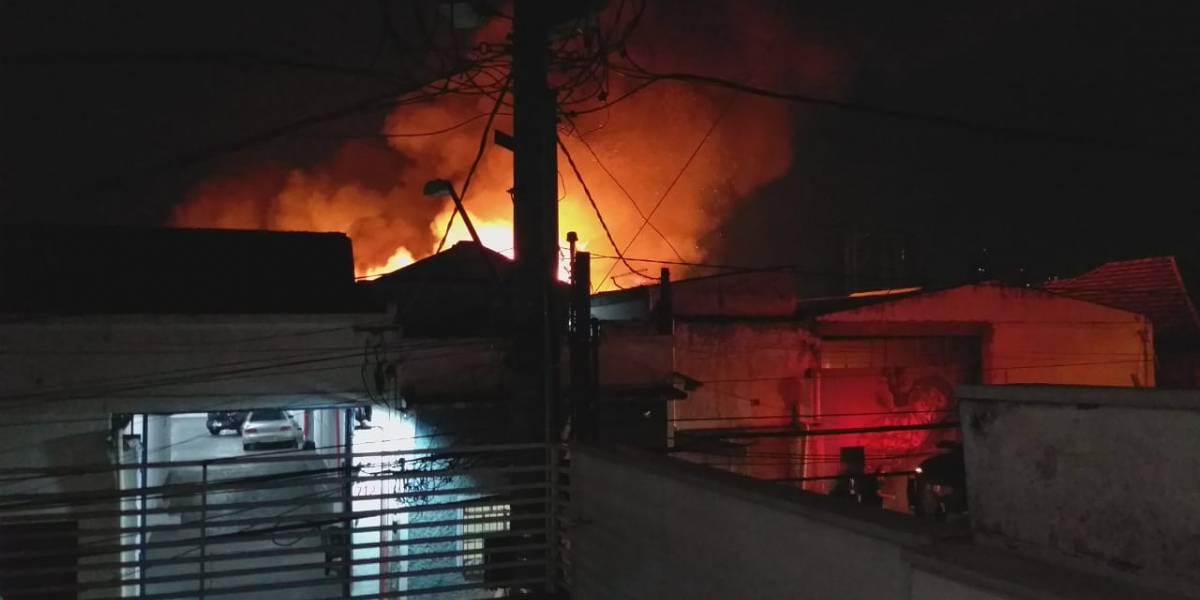 Perícia investiga quatro incêndios em galpões na Grande SP em menos de 24 horas