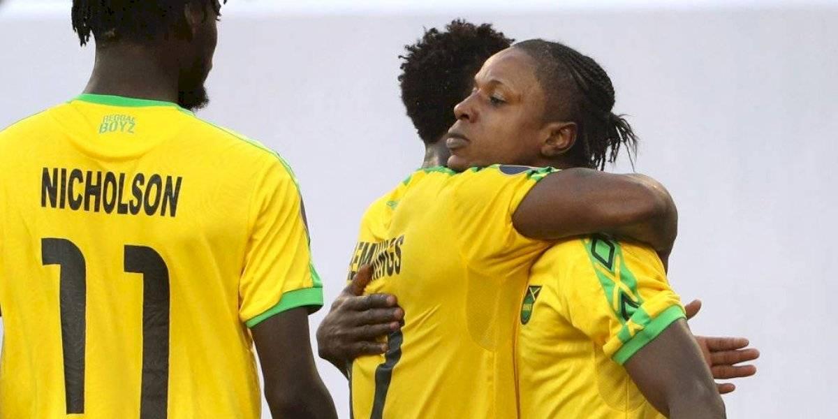 VIDEO: Jugadores de Jamaica se pelean por el balón para cobrar penal